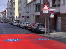 Edenstrasse neue Fahrbahnmarkierung